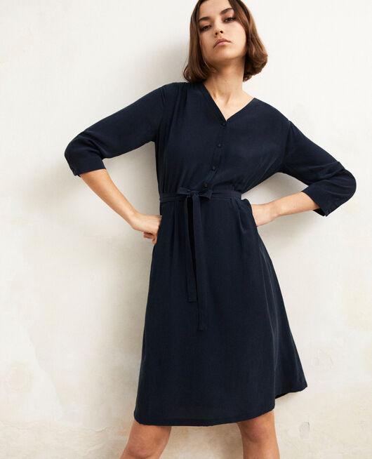 Robe mi-longue avec de la soie Bleu marine